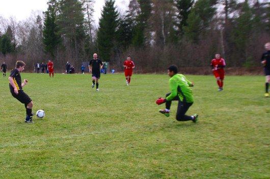 De tre målskyttarna samverkade fint vid 3-1. Här gör Johannes mål sedan Sorin (i bakgrunden) och Bartek, skymtar till höger, har snurrat upp Dardanias försvar.