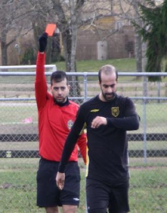 UUUT! Rött kort!!! Majid får lämna efter en brysk tackling, avstängd nästa match. Kanske matchavgörande mot Åby/Tjureda.