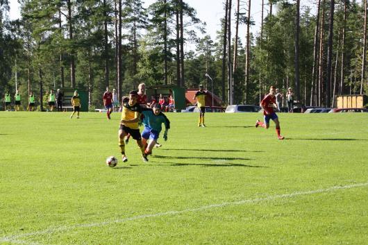 Elnes gör 1-0 efter att ha rundat Lannas målvakt. Kom och titta på Horda B nästa söndag , den 16 augusti då seriledande Horda möter Skeppshult.