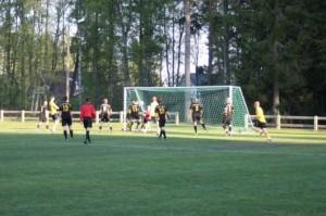 Här sitter Åbys 1-0. Efter flera försök lyckas hemmalaget forcera in ledningsmålet efter hörnkalabalik.