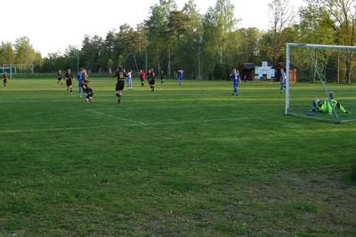 Inne på plan i 20 sekunder, sedan mål. Anton Lundström gjorde kvitteringen och gratuleras av Jarl