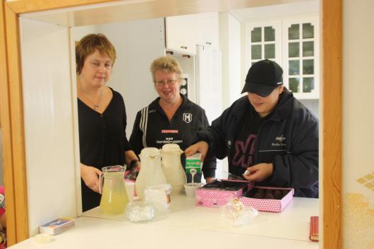 Helena Nilsson, Ann-Louise Persson och Hedda Montero skötte matlagning utöver storstädningen.