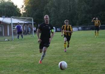 Henrik Annmo dominerade mittfältet och var nästan alltid först på bollarna.