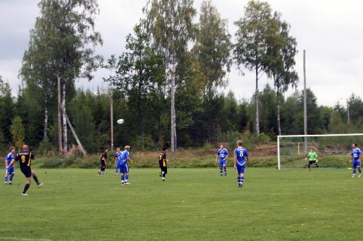 Drömstart. Efter två minuter gjorde Sorin Marin 1-0 på straff. Här gör han 2-0 bara två minuter senare när han får fullträff med sin vänster från 35 meter.
