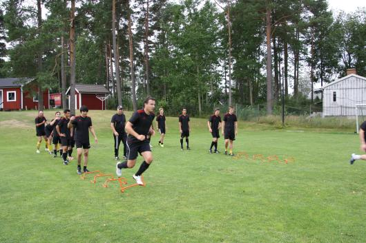 (hopp över små häckar): Fysiskt hård träning genomfördes på lördagen