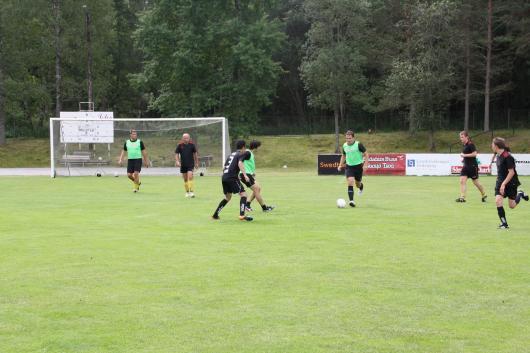 """(träningsspel): Nyförvärvet Alexandru driver bollen under """"tvåmålsspelet""""."""
