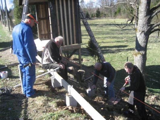 Plintar som ska hålla klocktornet uppe guts av Gunnar, Berthold, Bengt och Mats-Åke