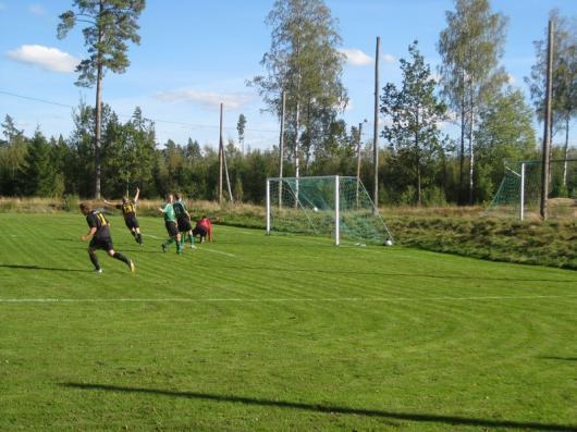 Här sitter ettan. Andreas Arvidsson , nr 13, nätar igen. 1-0 efter 5 minuter. Foto: Reimer