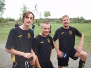 Tre glada matchvinnare, fr vänster Rickard Svensson, två suveräna assists, och målskyttarna Sebastian Björk och Andreas Arvidsson.