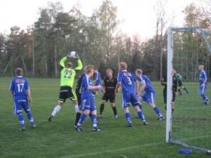 Vilken jätte. Gästernas målvakt Henrik Johansson lade beslag på allt när Horda kom i närheten av hans mål.