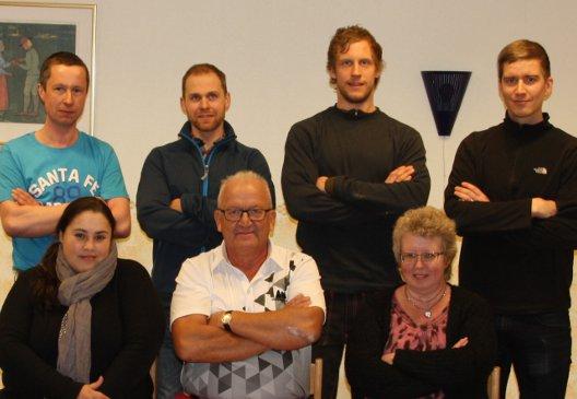 Den nya styrelsen (vice ordförande Fredrik Wall saknas på bilden) sittande fr v: Hedda Montero (sekr), Torsten Lindberg (ordf), Ann-Louise Persson (kassör). Stående från vänster ledamöterna Johnny Magnusson, Johan Skoghäll, Henrik Jönsson och Johannes Widerberg.