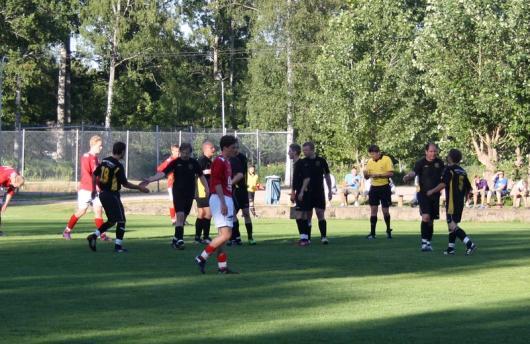 Horda har tagit ledningen med 1-0 och spelarna gratulerar varandra