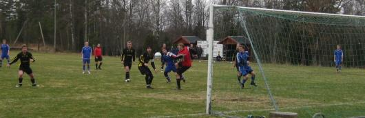 Landberg sträcker förgäves efter en boll som strax efter hamnar i mål.