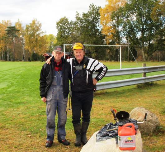 Två veteraner, Gunnar och Torsten, pausar och poserar