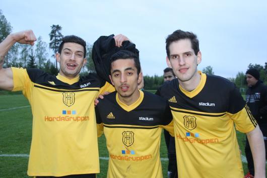 Tre glada , lite grann i alla fall, målskyttar: Elnes Hajirovic, Arman Ashtiani och Johan Sandström.