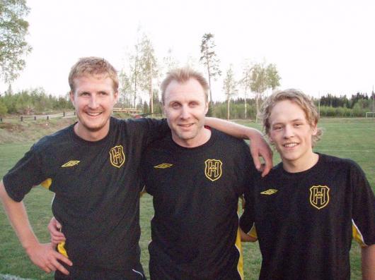 Tre glada målskyttar. från vänster Andreas Arvidsson, Johan Elmblad och Frans Jarl.
