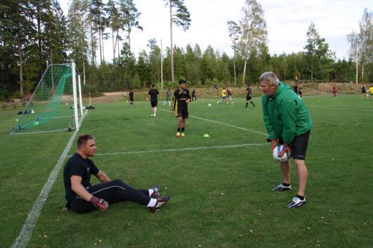 Erfarne målvakten Constantin kör hårt med Jesper Svensson