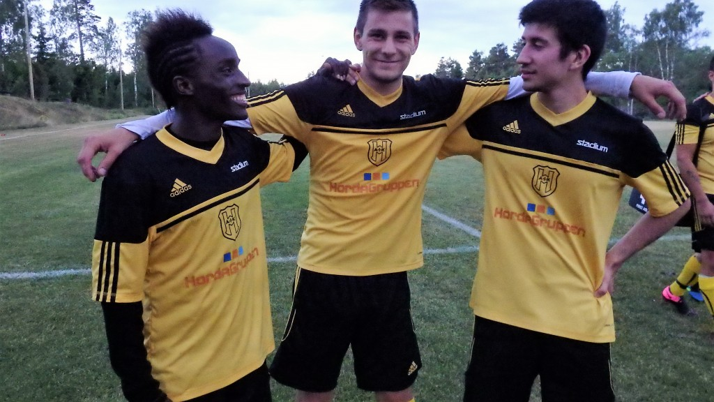 Tre glada målskyttar , Koffes första och Emilanos också, Franjo i mitten är en mer rutinerad måltjuv