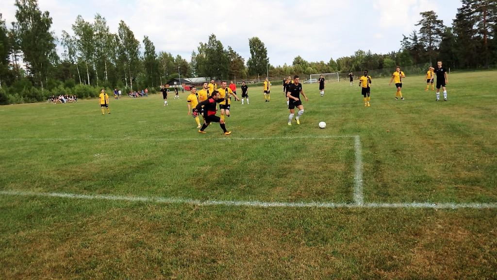 Adnan Muratovic gör 3-0 efter att ha rundat Swbihs målvakt