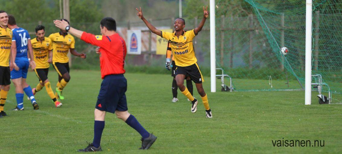 Khalid jublar efte 2-0 nick . Foto Vaisanen