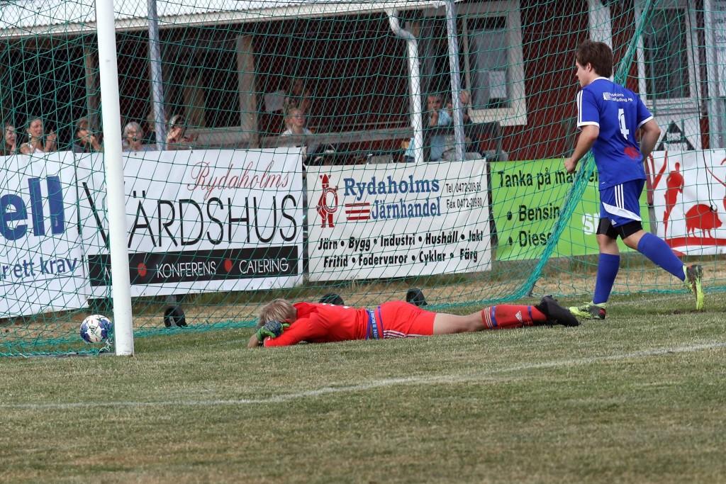 Här sitter Fsniks långskottoch segermål bakom tappre Théodor Haglund. Foto: varnamosporten.se