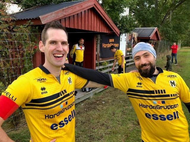 Glada miner från dagens kapten Johan och Ahmad.